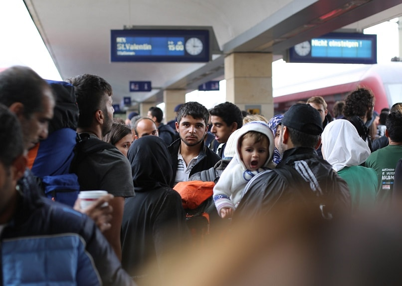 Izbeglice Refugees on a train station